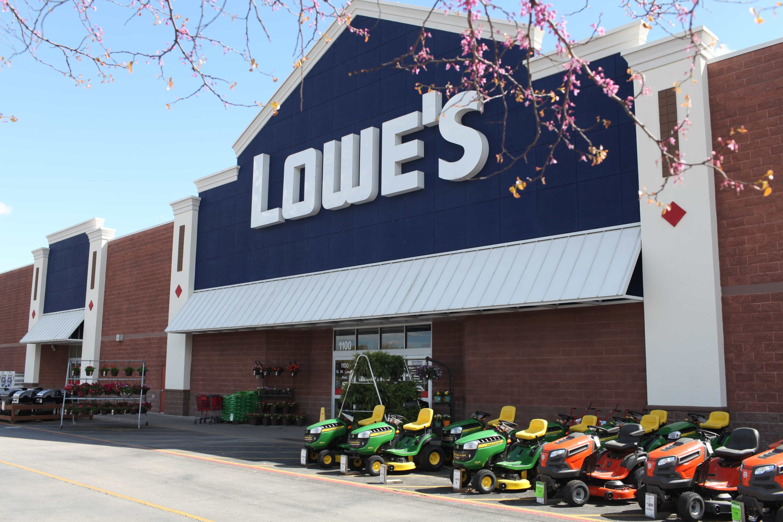 Lowe's Promoting New Fall Looks for Home